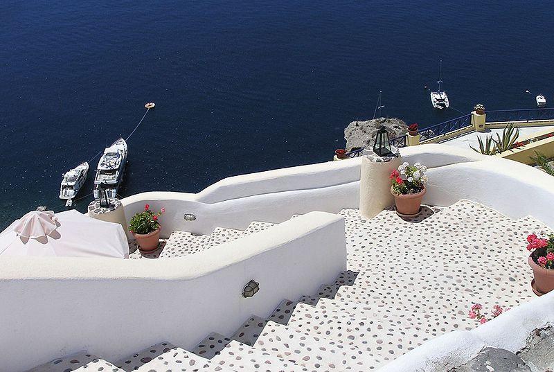 800px-Stairs-Oia-Santorini-Greece